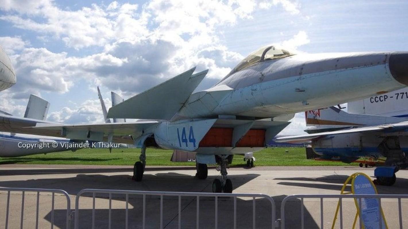 Nga tiep tuc gay soc tai MAKS 2021 voi tiem kich tang hinh bi an MiG-49-Hinh-13