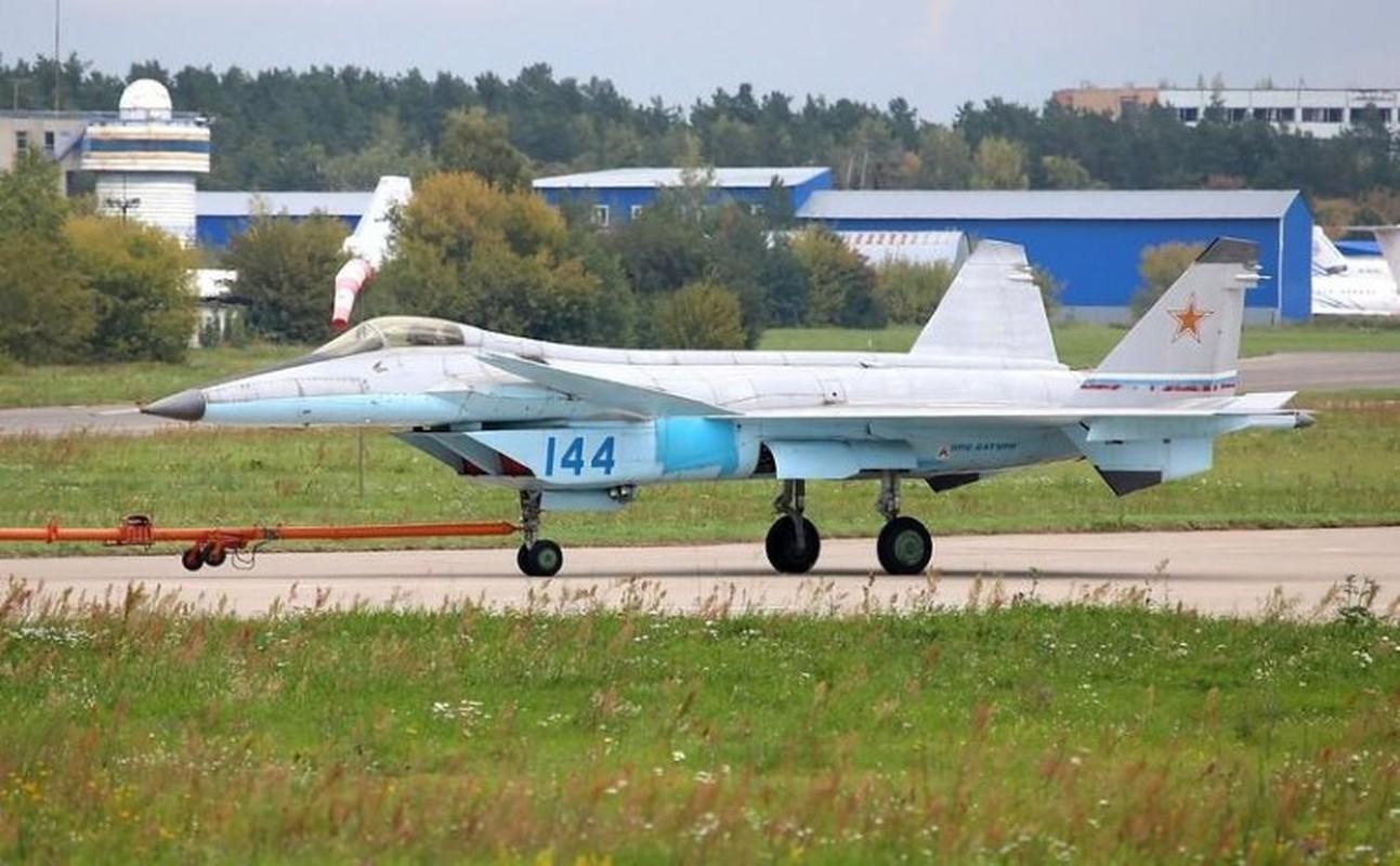 Nga tiep tuc gay soc tai MAKS 2021 voi tiem kich tang hinh bi an MiG-49-Hinh-14