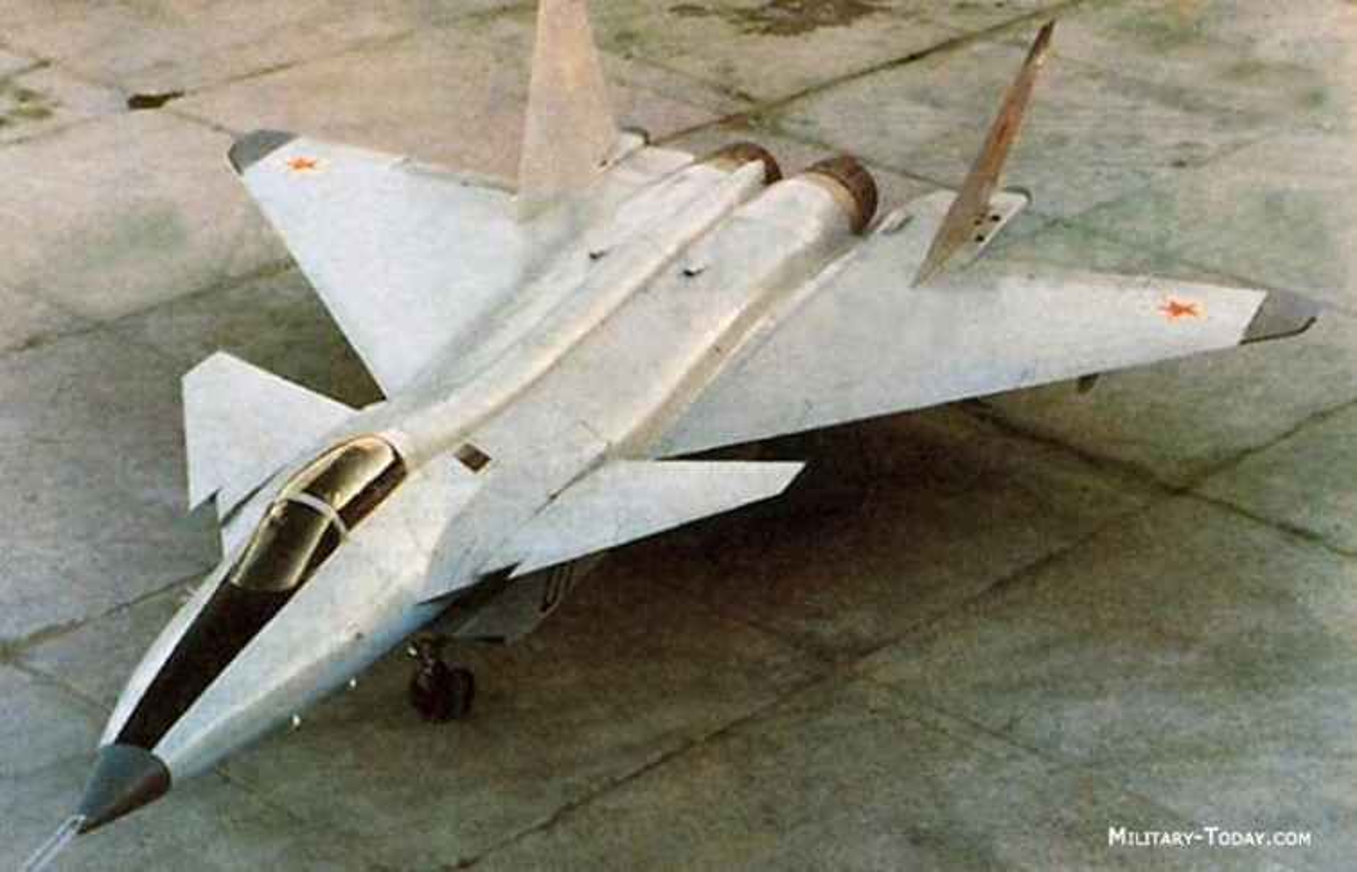 Nga tiep tuc gay soc tai MAKS 2021 voi tiem kich tang hinh bi an MiG-49-Hinh-7