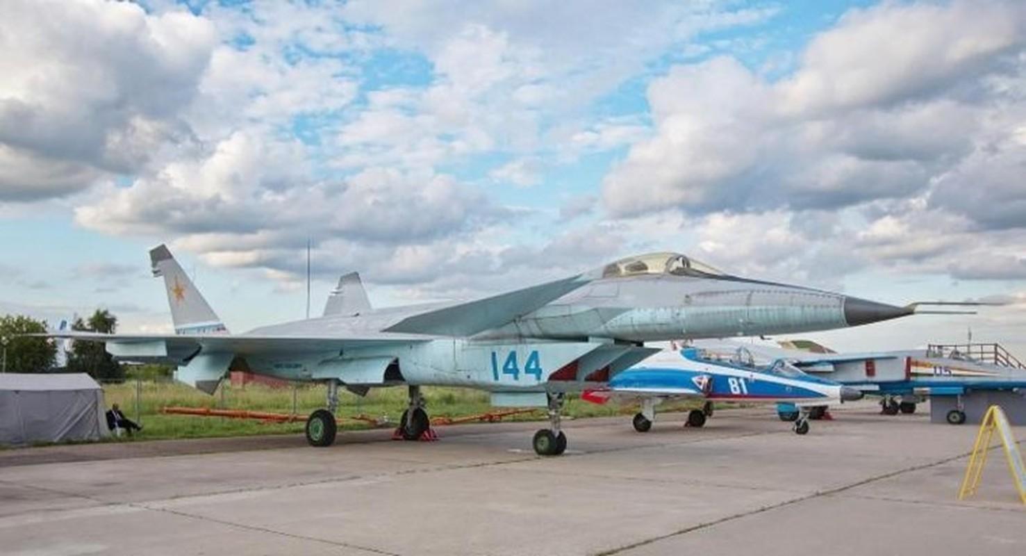 Nga tiep tuc gay soc tai MAKS 2021 voi tiem kich tang hinh bi an MiG-49-Hinh-8