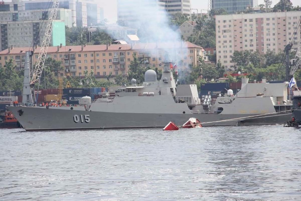 Tau ho ve Viet Nam dep lung linh trong le duyet binh tai Vladivostok-Hinh-6
