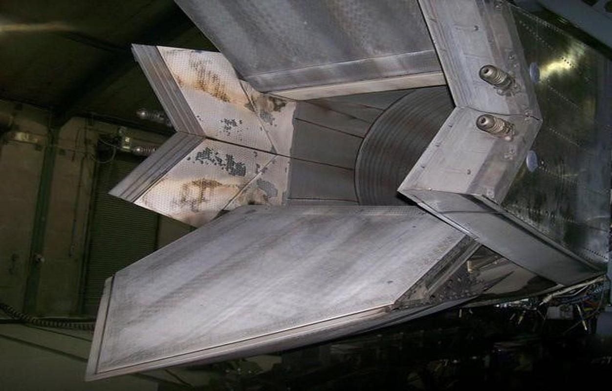 F-22 My chi co dong co vector 2D nhung nhao lon khong kem Su-57?-Hinh-12