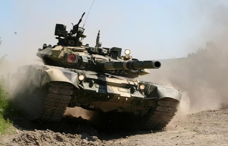 Soc: Phao binh Armenia nghien nat xe tang chu luc T-90 Azerbaijan-Hinh-5