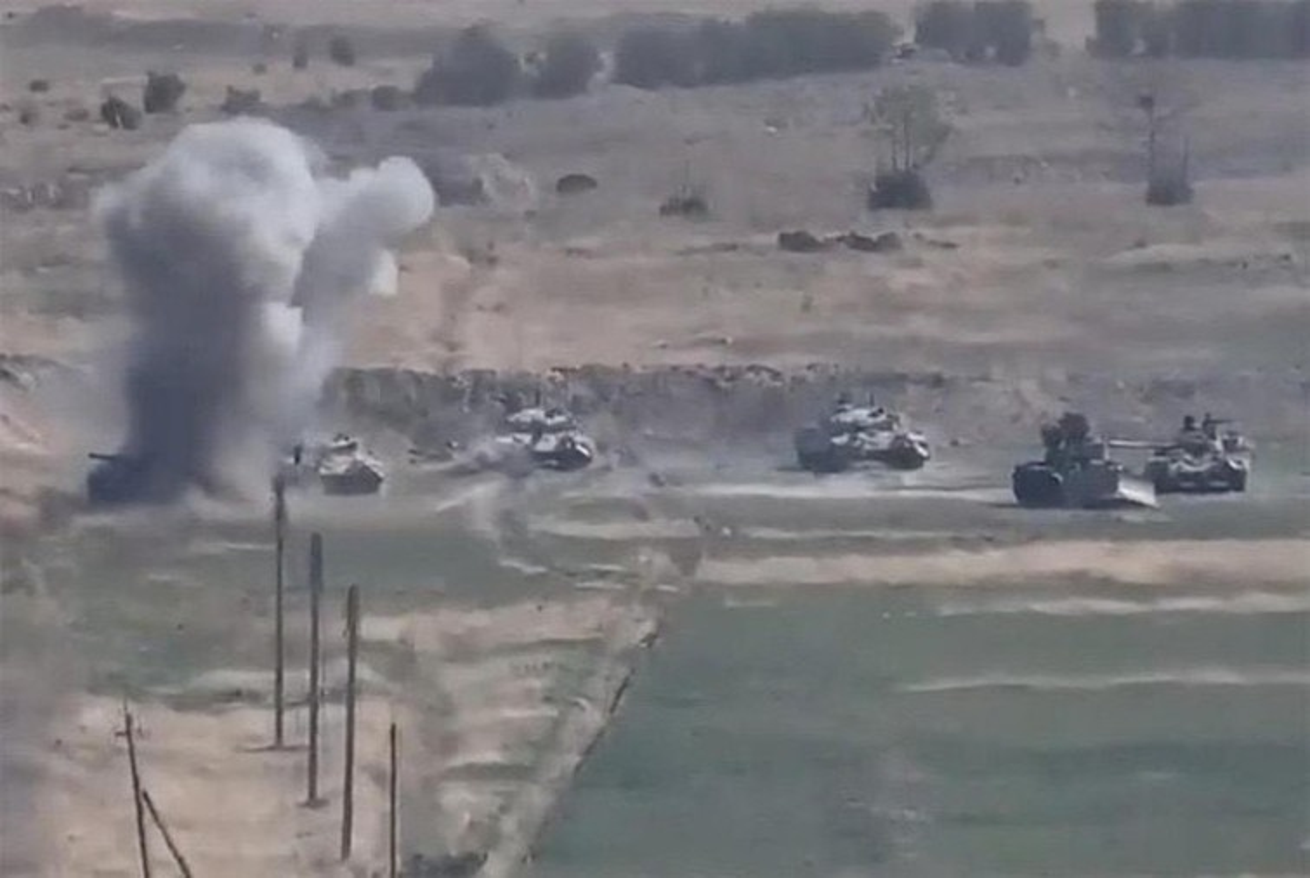 Soc: Phao binh Armenia nghien nat xe tang chu luc T-90 Azerbaijan-Hinh-6