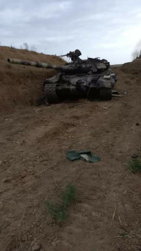 Soc: Phao binh Armenia nghien nat xe tang chu luc T-90 Azerbaijan-Hinh-9