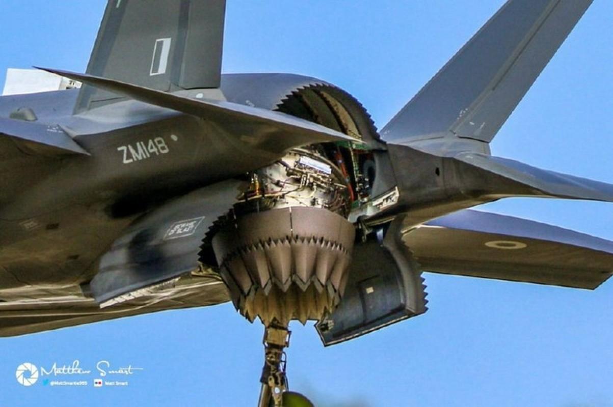 Can canh tung goc canh cua tiem kich F-35B khi cat canh-Hinh-11