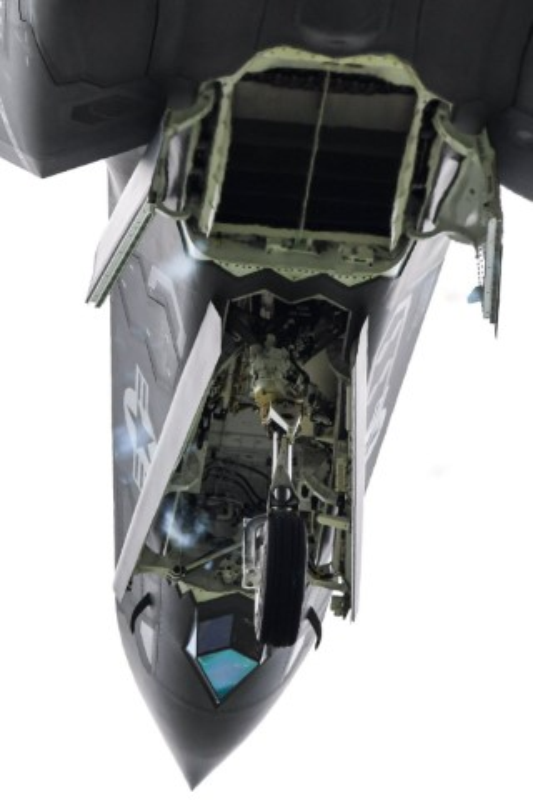 Can canh tung goc canh cua tiem kich F-35B khi cat canh-Hinh-3
