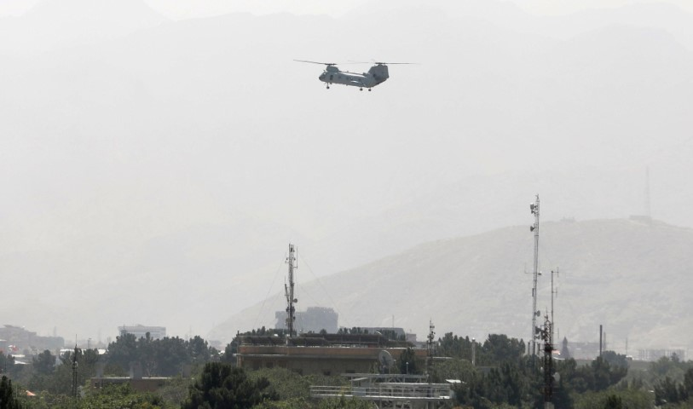 My pha huy 7 truc thang CH-46E sau khi chung buoc phai bo lai Kabul-Hinh-11