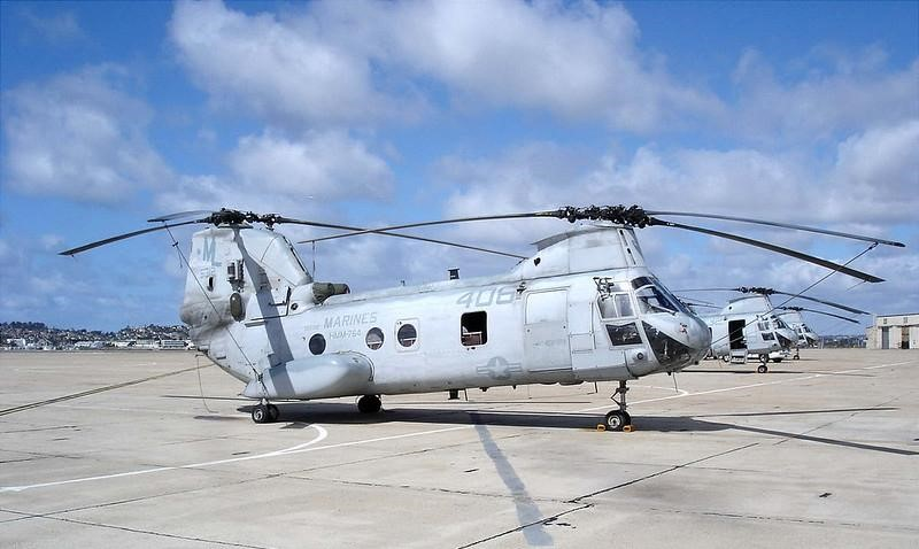 My pha huy 7 truc thang CH-46E sau khi chung buoc phai bo lai Kabul-Hinh-16