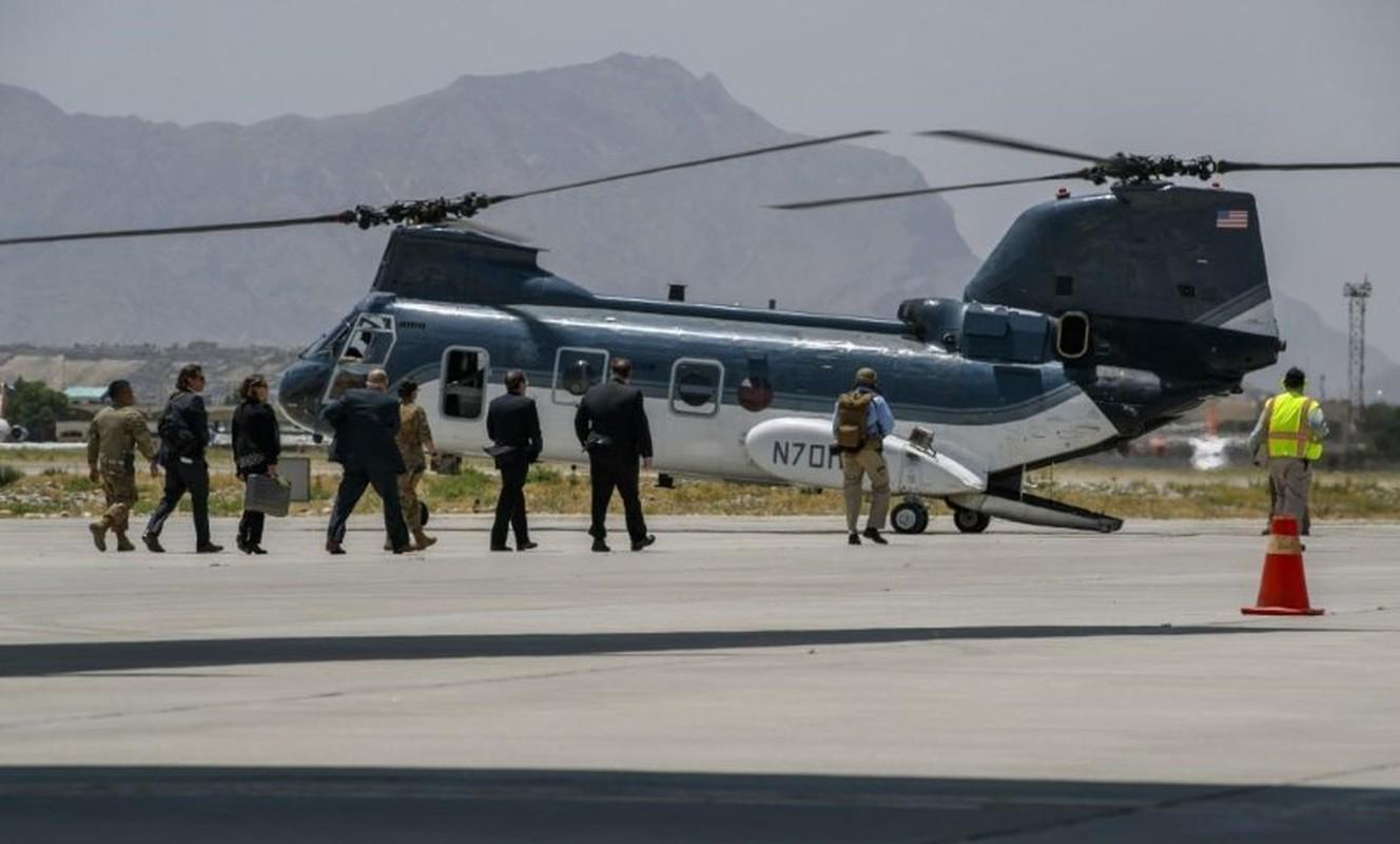 My pha huy 7 truc thang CH-46E sau khi chung buoc phai bo lai Kabul-Hinh-21