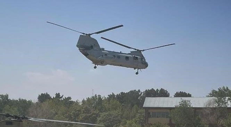 My pha huy 7 truc thang CH-46E sau khi chung buoc phai bo lai Kabul-Hinh-9