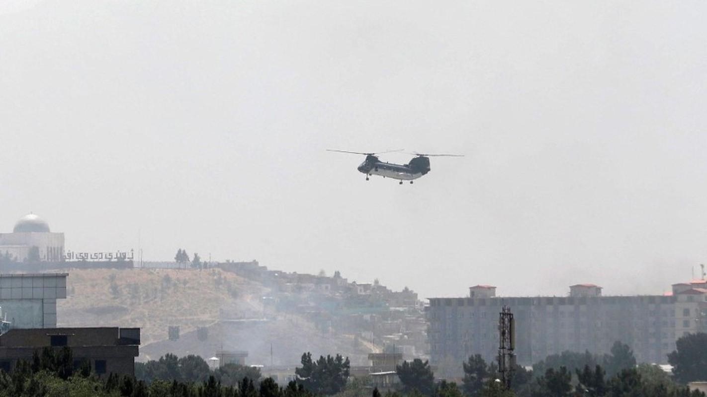 My pha huy 7 truc thang CH-46E sau khi chung buoc phai bo lai Kabul