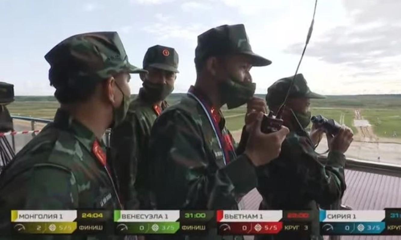 Tank Biathlon: Xe tang Viet Nam ve nhi, bia chua hien da ban trung-Hinh-11