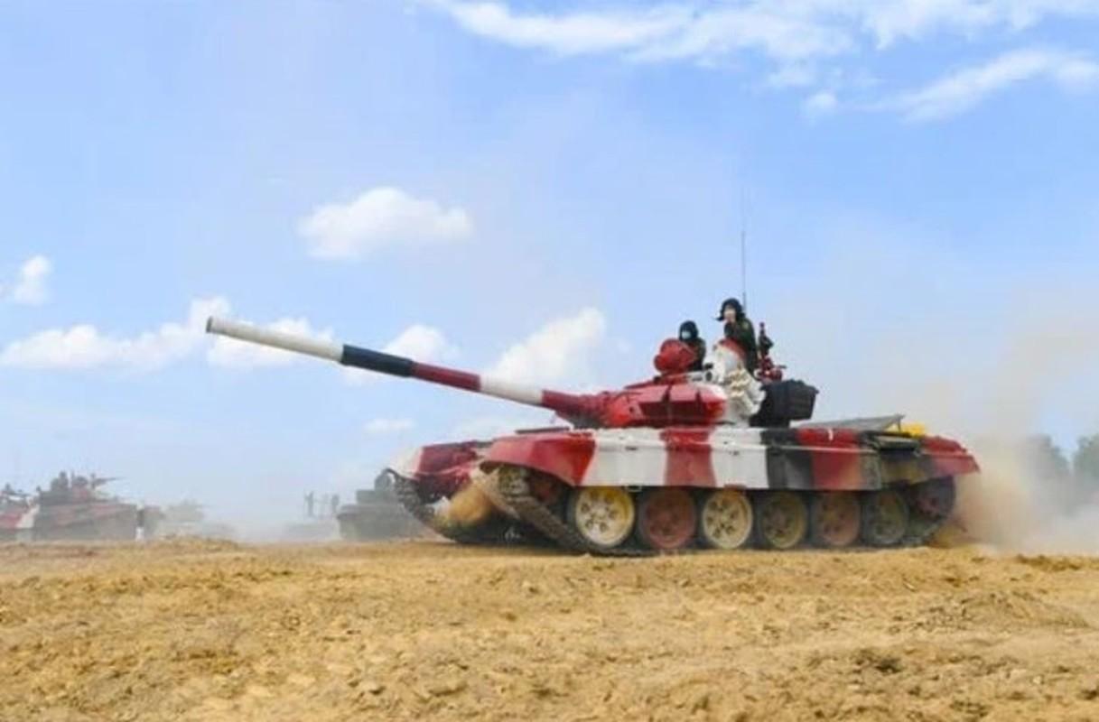 Tank Biathlon: Xe tang Viet Nam ve nhi, bia chua hien da ban trung