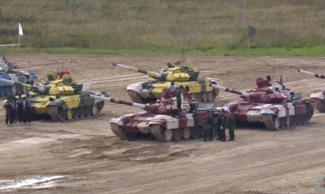 Tank Biathlon: Xe tang Viet Nam ve nhi, bia chua hien da ban trung-Hinh-13