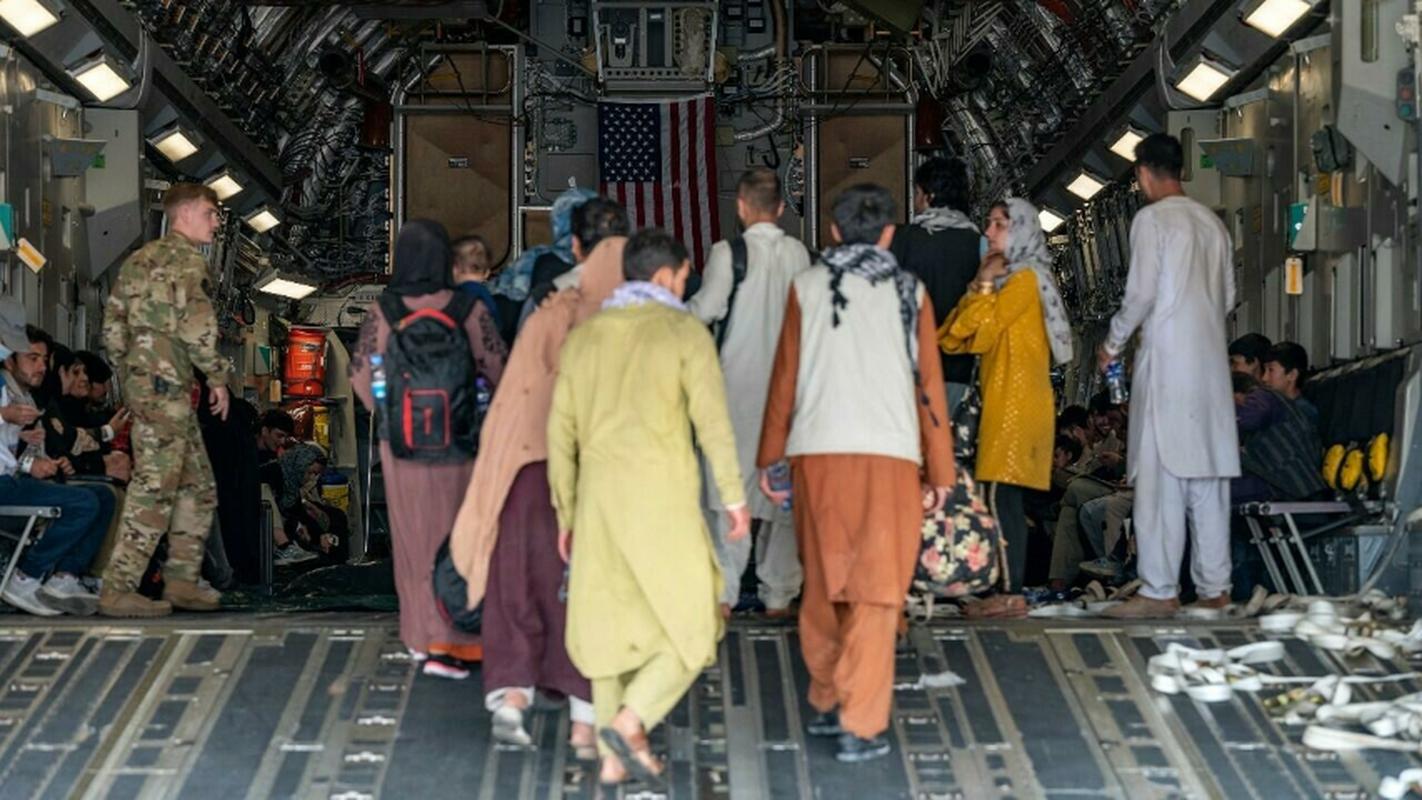 Khung bo IS dang co ban ha may bay so tan khoi Kabul-Hinh-4