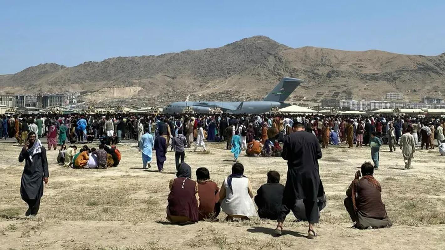 Khung bo IS dang co ban ha may bay so tan khoi Kabul-Hinh-6