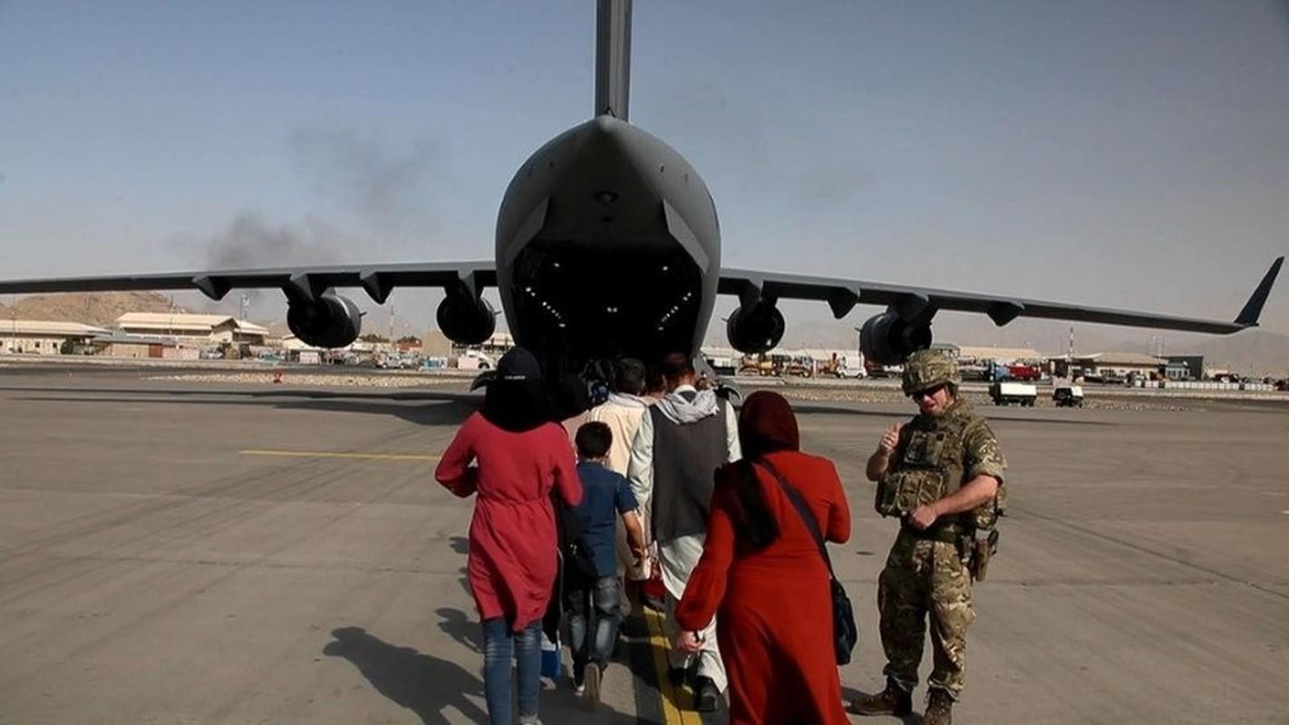 Khung bo IS dang co ban ha may bay so tan khoi Kabul-Hinh-8