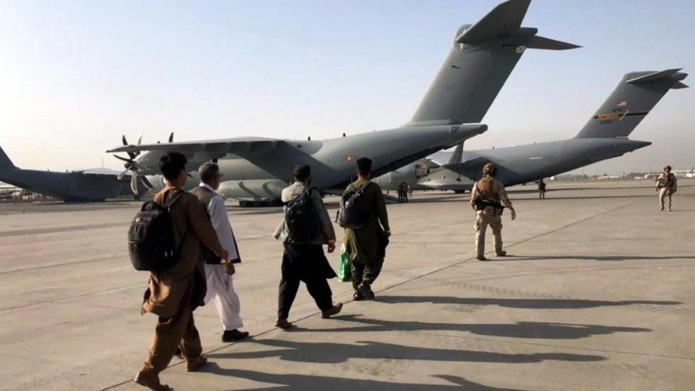 Khung bo IS dang co ban ha may bay so tan khoi Kabul-Hinh-9