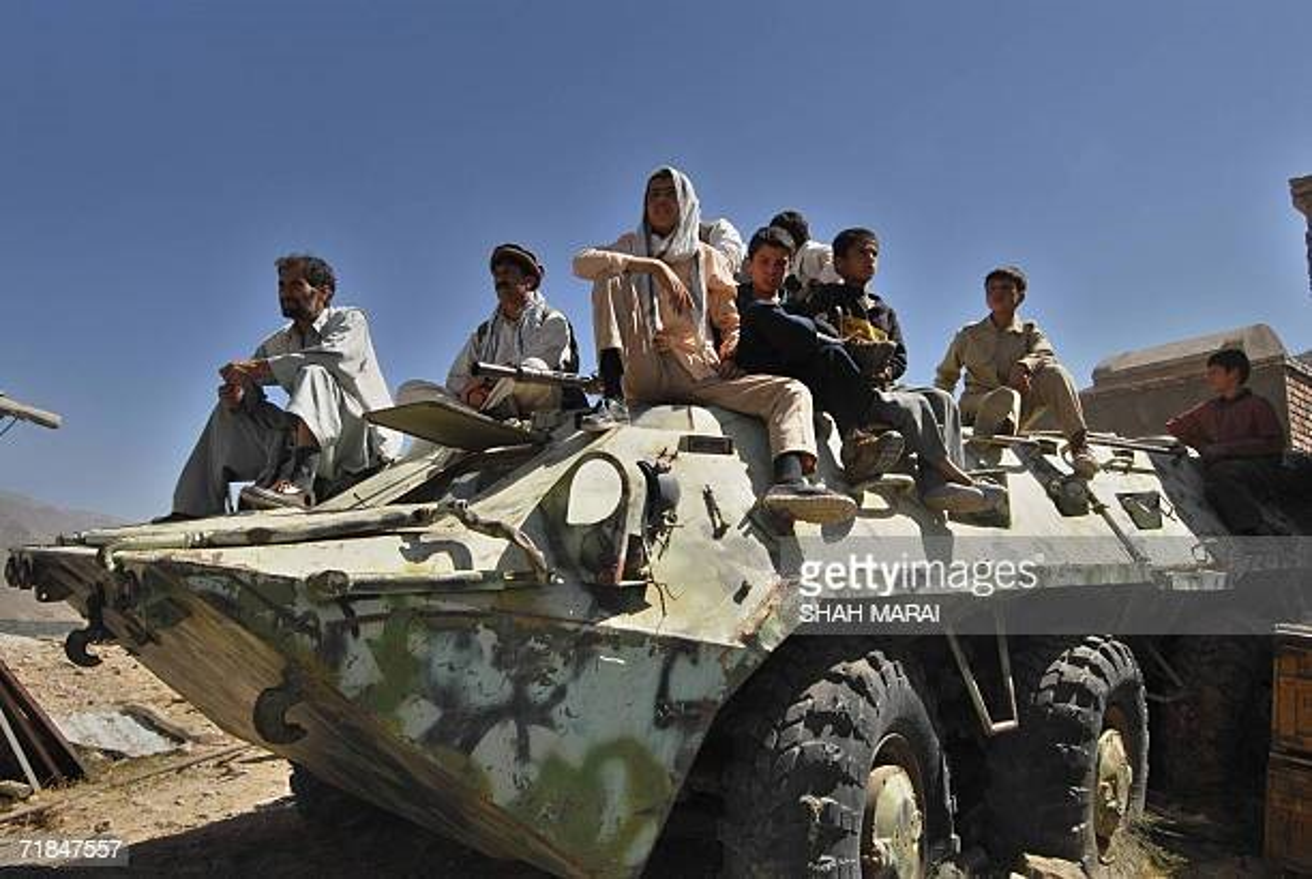 Soc: Taliban chiem 150 xe tang cua quan khang chien Afghanistan-Hinh-12