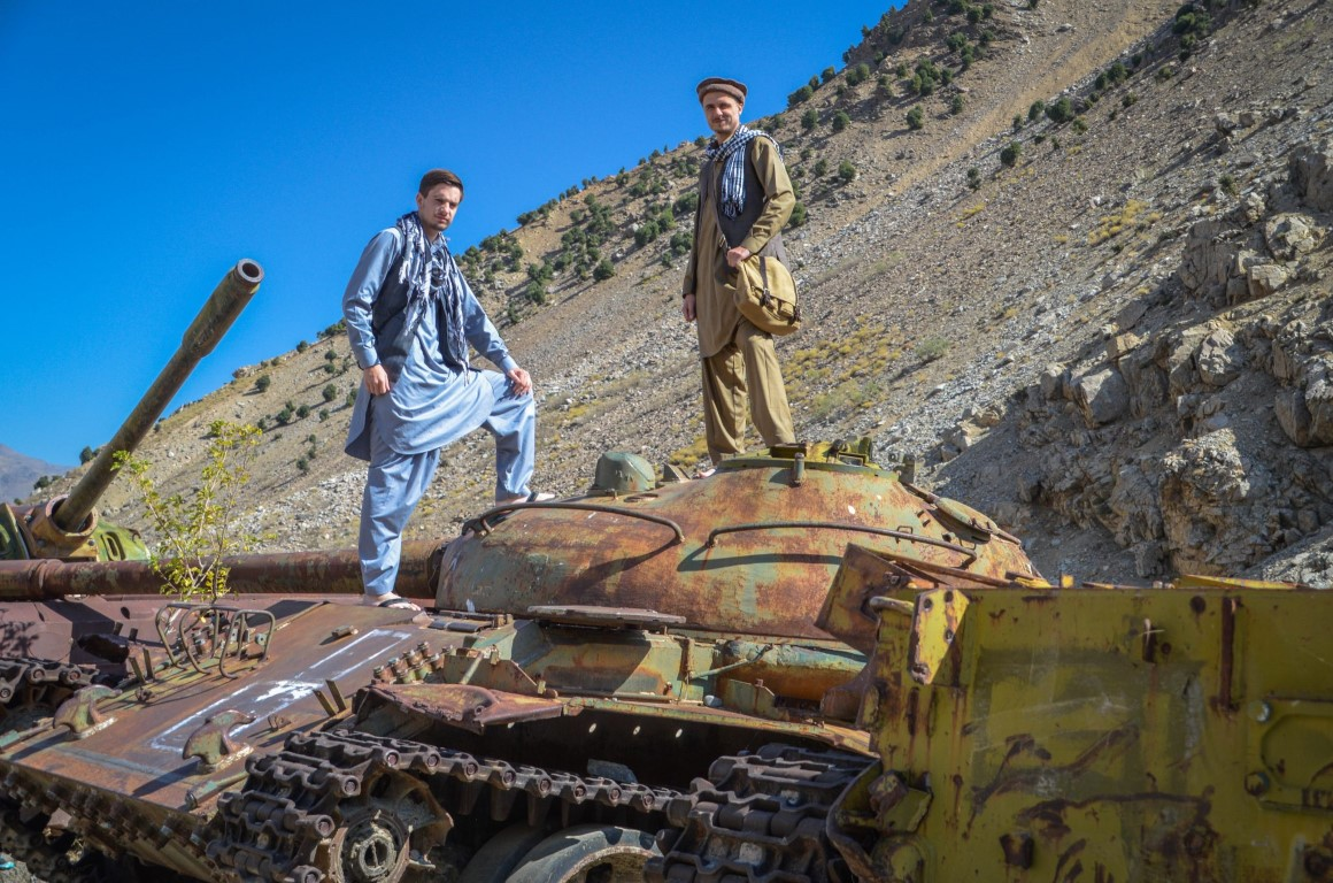 Soc: Taliban chiem 150 xe tang cua quan khang chien Afghanistan-Hinh-5