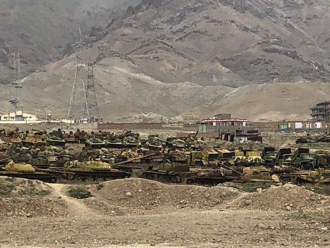Soc: Taliban chiem 150 xe tang cua quan khang chien Afghanistan-Hinh-7