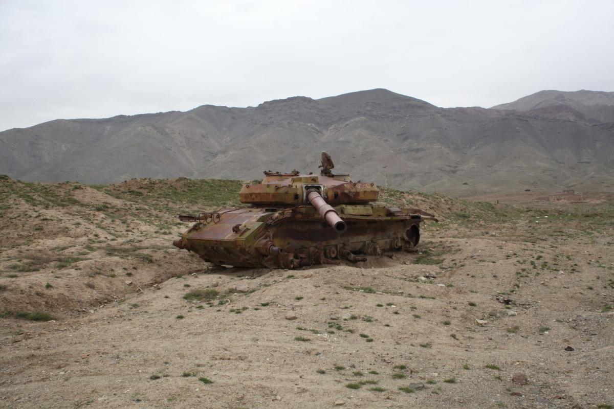 Soc: Taliban chiem 150 xe tang cua quan khang chien Afghanistan-Hinh-9