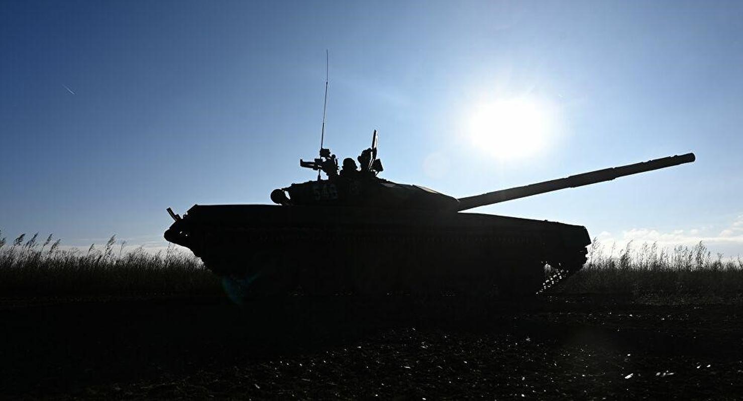 Cua thep T-72 bi 'lot mai' khi trung don hiem tu UAV chien dau Iran-Hinh-14