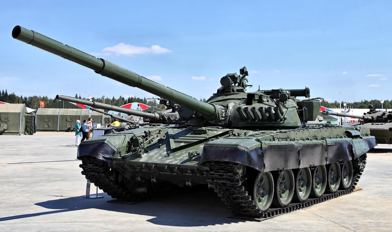 Cua thep T-72 bi 'lot mai' khi trung don hiem tu UAV chien dau Iran-Hinh-15