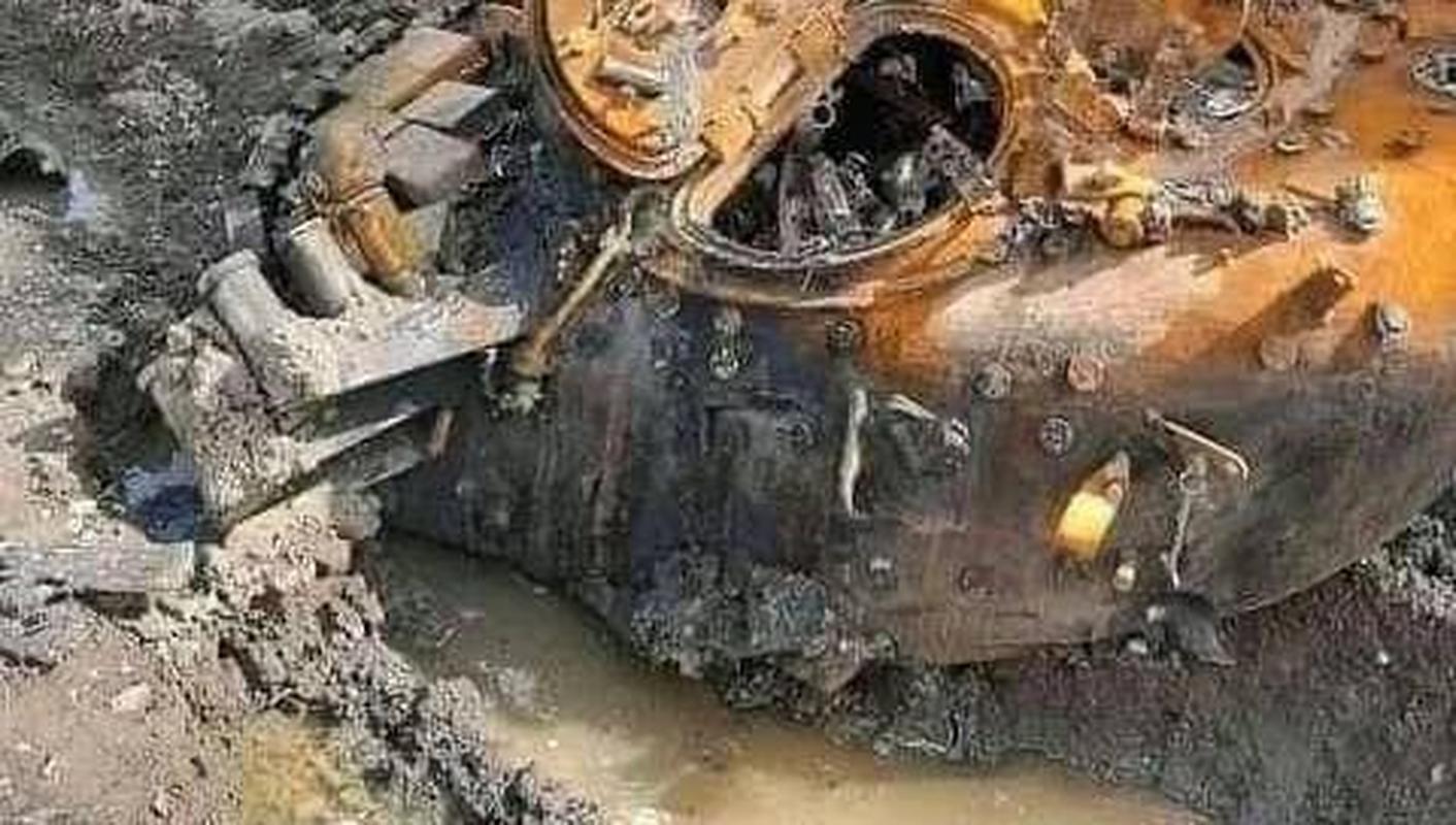 Cua thep T-72 bi 'lot mai' khi trung don hiem tu UAV chien dau Iran-Hinh-3