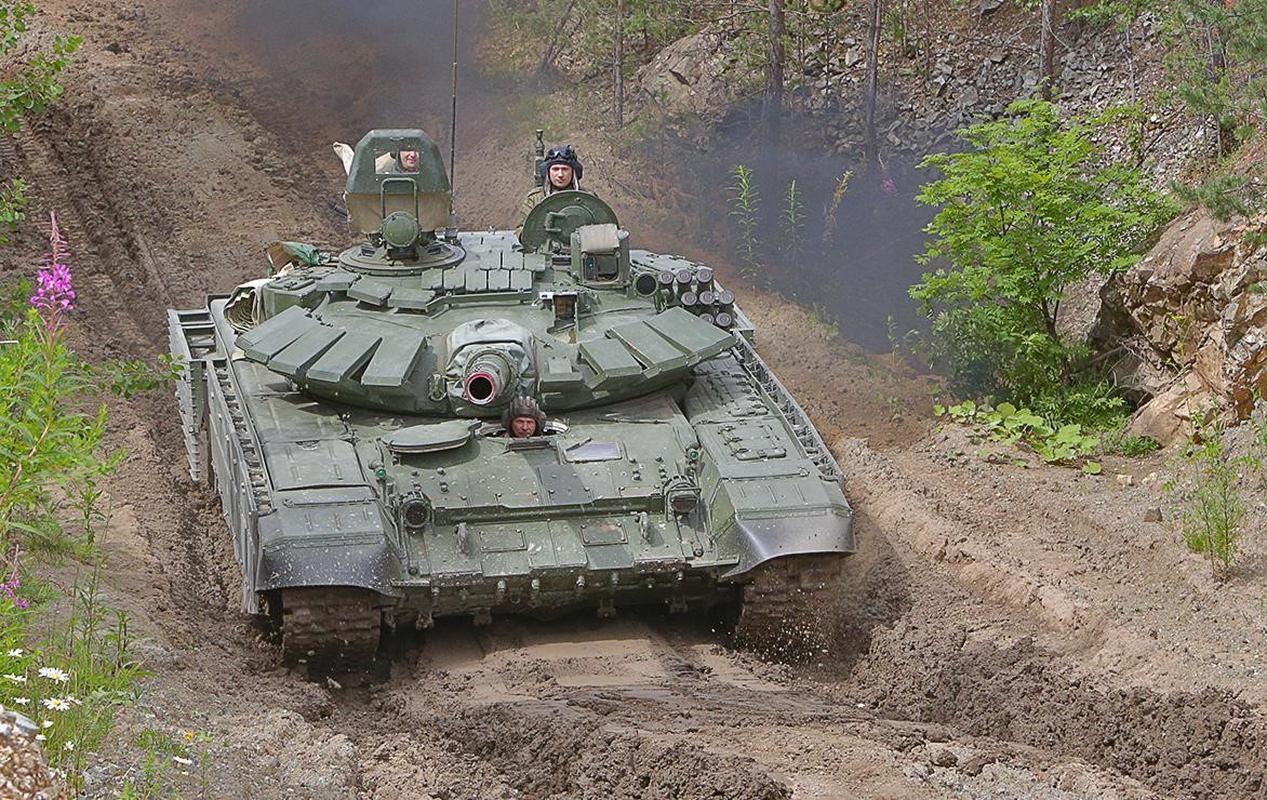 Nga bat ngo dieu 30 'sieu tang' T-72B3M ap sat bien gioi Afghanistan-Hinh-13