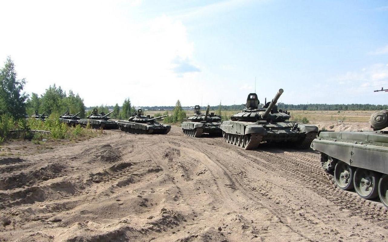 Nga bat ngo dieu 30 'sieu tang' T-72B3M ap sat bien gioi Afghanistan-Hinh-22