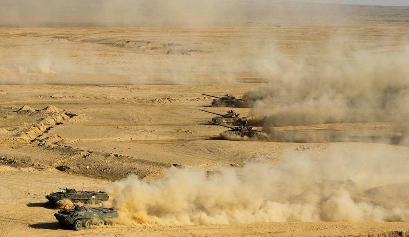 Nga bat ngo dieu 30 'sieu tang' T-72B3M ap sat bien gioi Afghanistan-Hinh-6