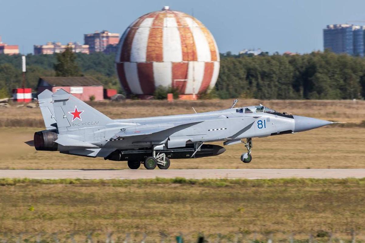 MiG-31 duoc trang bi ten lua bi an manh gap boi Kh-47M2 Kinzhal?-Hinh-5