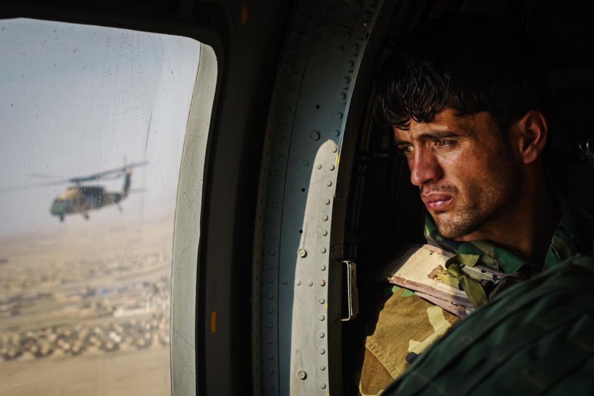 Phi cong Afghanistsan di tan sang Uzbekistan duoc di My!-Hinh-12