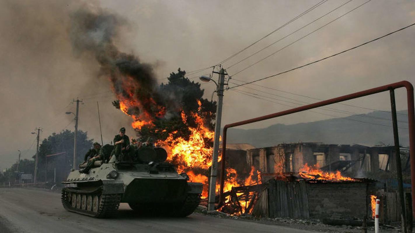 Ukraine thiet hai nang o mien Dong, phao binh Donetsk qua manh!-Hinh-2