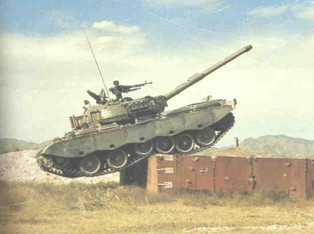 Xe tang Type 88 Trung Quoc tap tran rung chuyen sa mac Gobi-Hinh-7