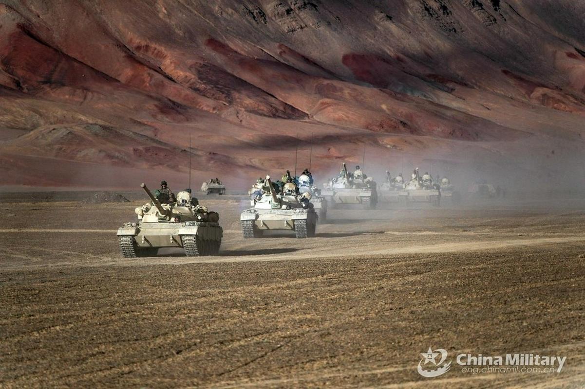 Xe tang Type 88 Trung Quoc tap tran rung chuyen sa mac Gobi