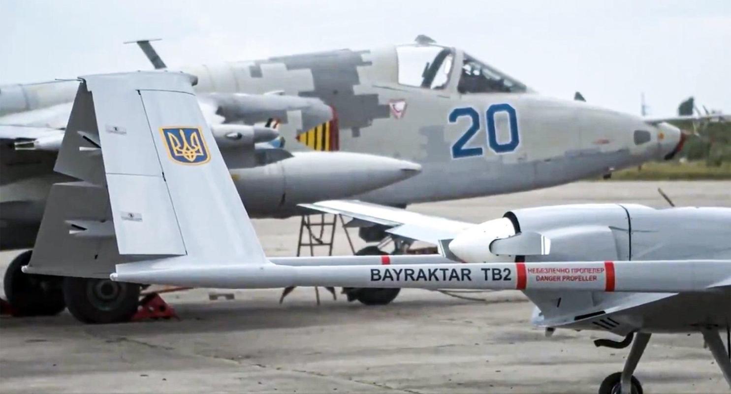 Ly khai mien Dong gap nguy khi Ukraine tang gap 3 quy mo phi doi Bayraktar TB2-Hinh-3