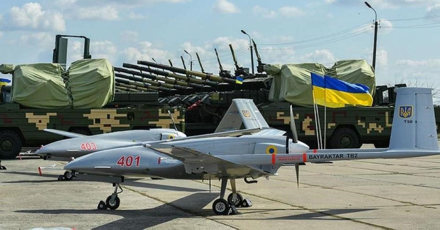 Ly khai mien Dong gap nguy khi Ukraine tang gap 3 quy mo phi doi Bayraktar TB2