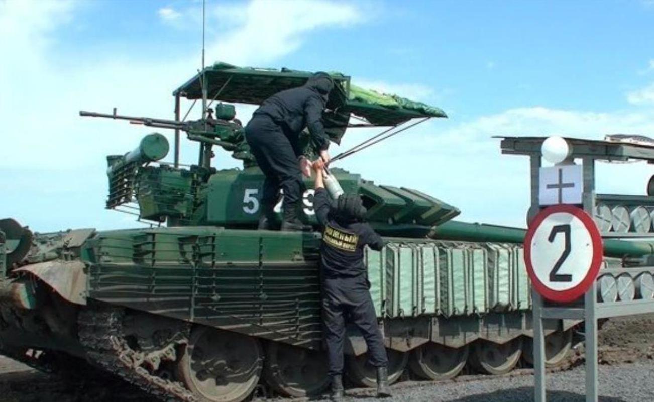 'Mai che' tren T-72B3 Nga vo tac dung truoc ten lua Javelin Ukraine-Hinh-2