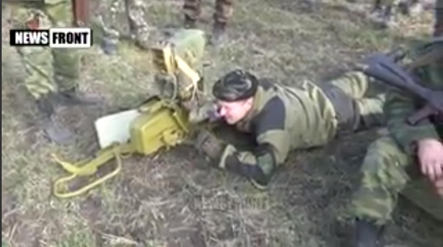 Dan quan mien Dong pha huy xe tai quan doi Ukraine bang ten lua chong tang-Hinh-19