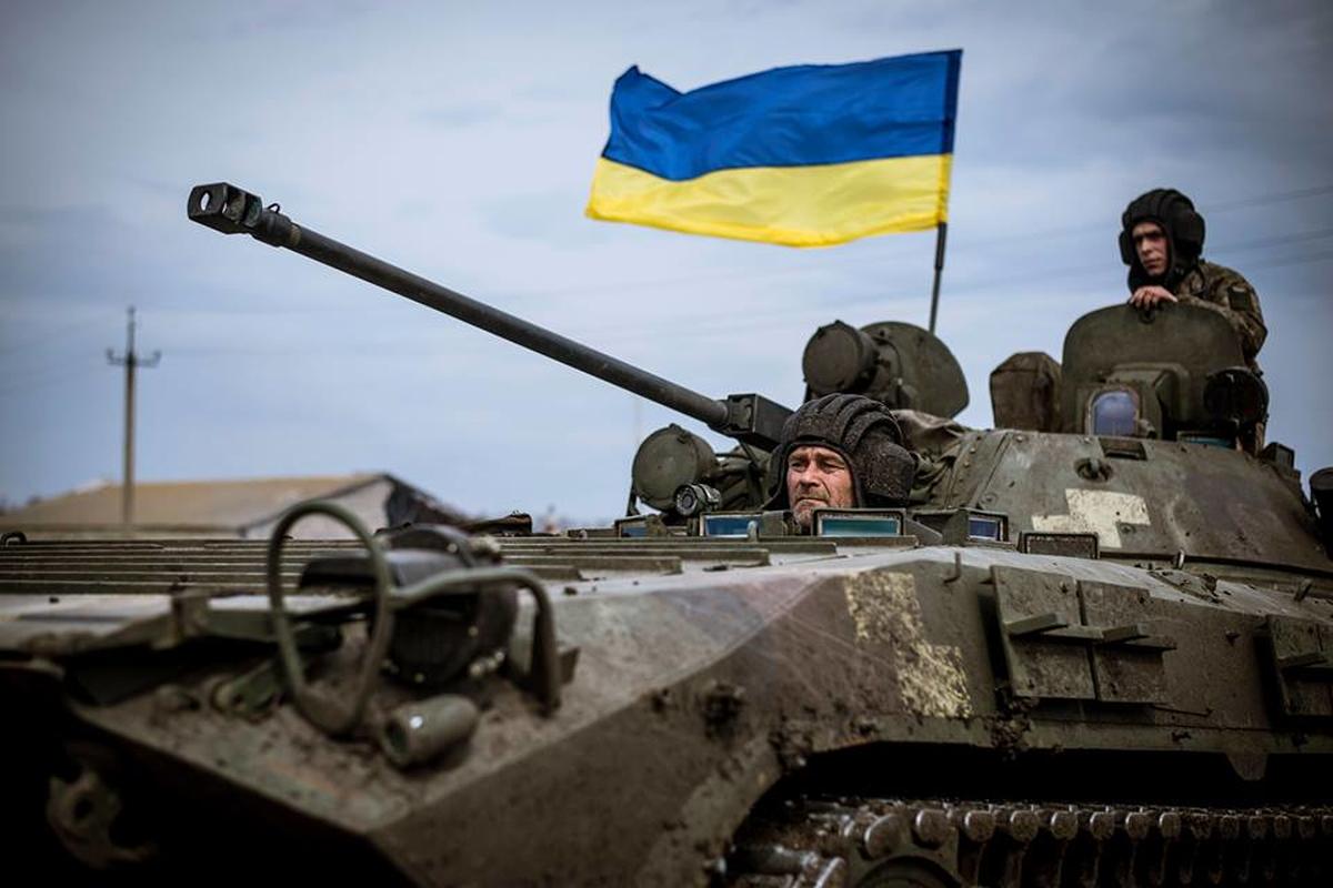Ukraine un un keo vu khi hang nang toi sat Nga giua dem-Hinh-13