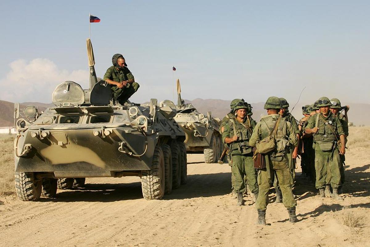 Nga tang cuong hon 100 thiet giap toi Tajikistan de phong Taliban gay han-Hinh-4