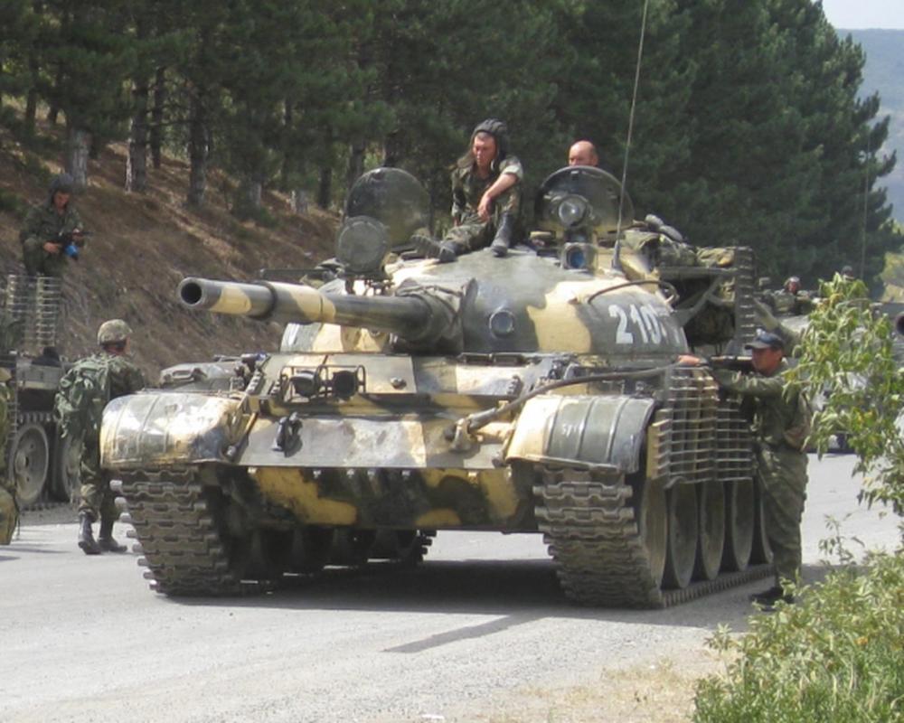 Xe tang chu luc T-62 dang lam gi trong bien che quan doi Nga?-Hinh-10