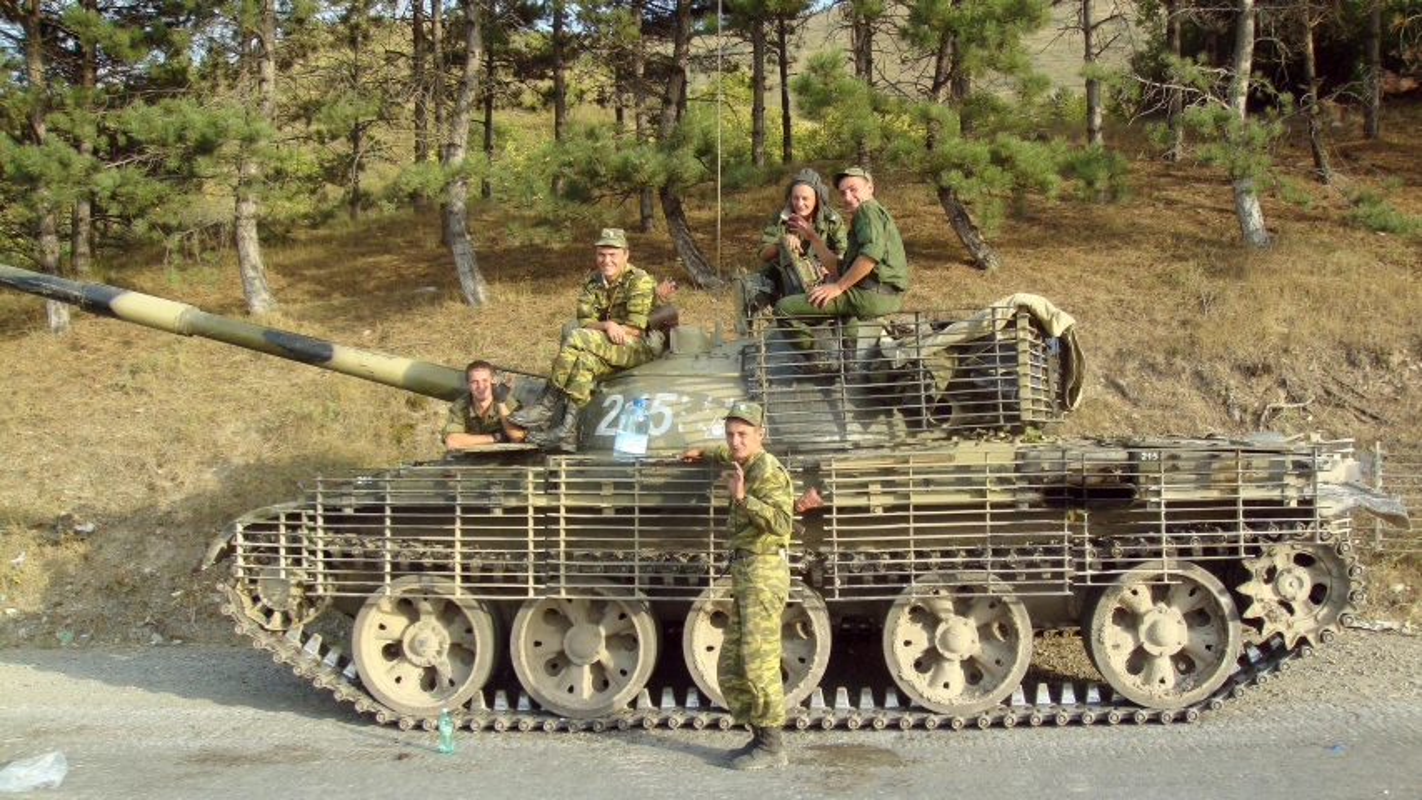 Xe tang chu luc T-62 dang lam gi trong bien che quan doi Nga?-Hinh-14