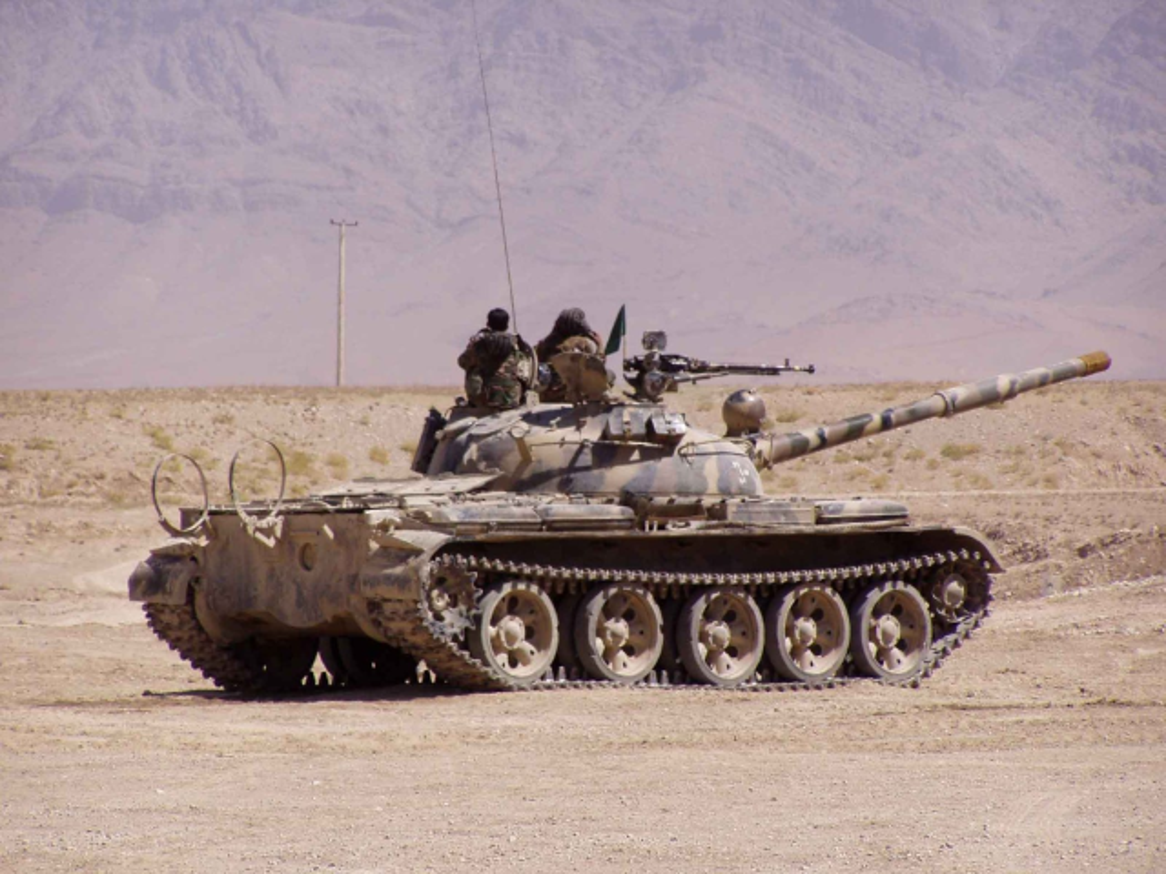 Xe tang chu luc T-62 dang lam gi trong bien che quan doi Nga?-Hinh-3
