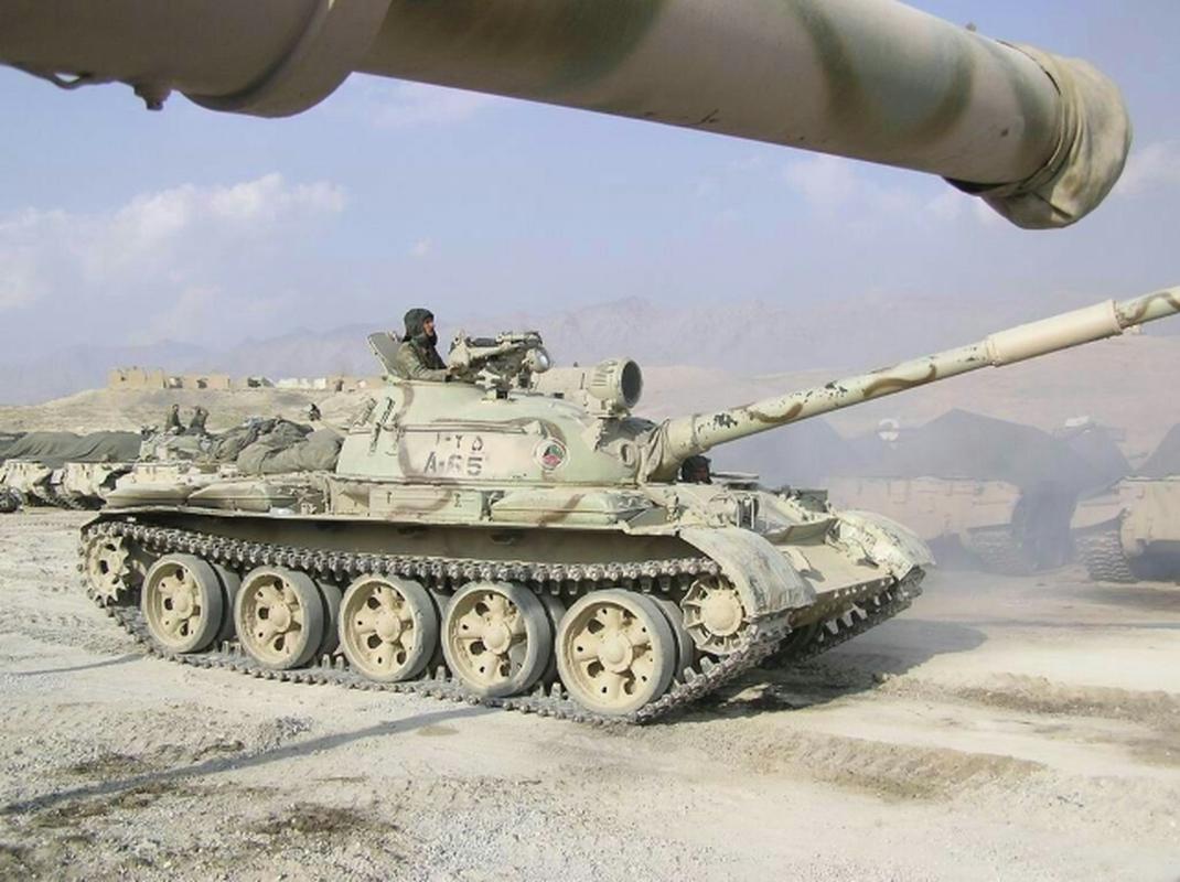 Xe tang chu luc T-62 dang lam gi trong bien che quan doi Nga?-Hinh-4