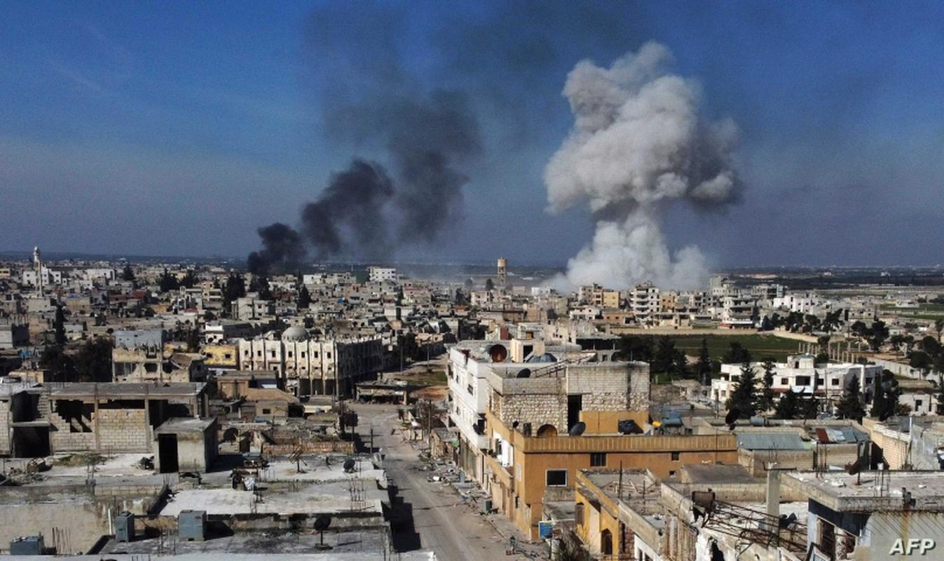 Duoc Nga 'bom' them vu khi, Syria chuan bi tong tan cong vao Idlib-Hinh-2