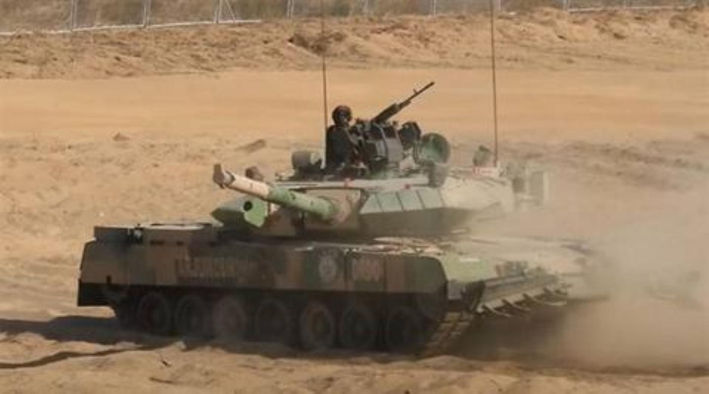 Dong xe tang noi dia An Do dat hon ca T-90 va M1A2 Abram-Hinh-15